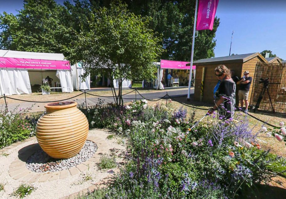 360 Degree Tour Of Our Best Of Both Worlds Garden At Rhs Hampton Court Landscaping Jobs Landscaping Apprenticeship Landscaping Courses